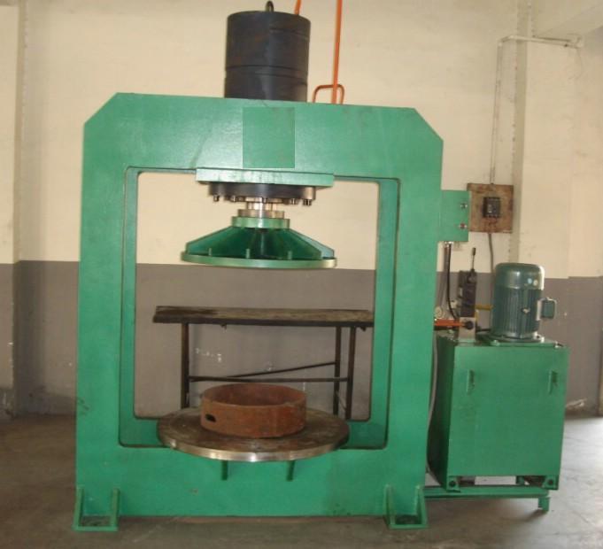 供应液压压胎机 150吨实心轮胎定型压胎机