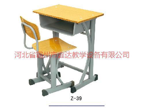 供应海南学生课桌椅厂家批发