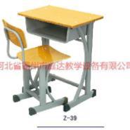 供应宁夏中学生课桌椅批发
