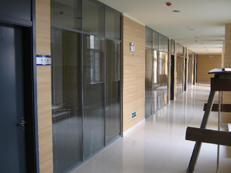 供应苏州最流行那种款式的玻璃隔断