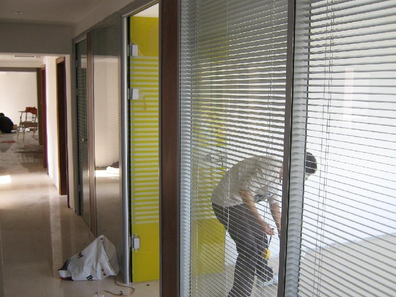 供应苏州钢化玻璃隔断销售