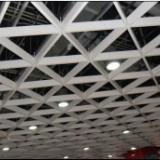 供应木纹三角铝格栅-铝格栅厂家;木纹三角铝格栅天花吊顶;150铝格栅天花最机报价