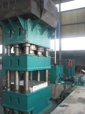液压机_液压机供货商_供应1500t大型液压机图片