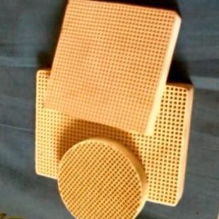 铸钢用蜂窝陶瓷过滤网图片
