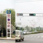 桂林太阳能信号灯七星交通信号机图片