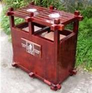 木垃圾桶图片