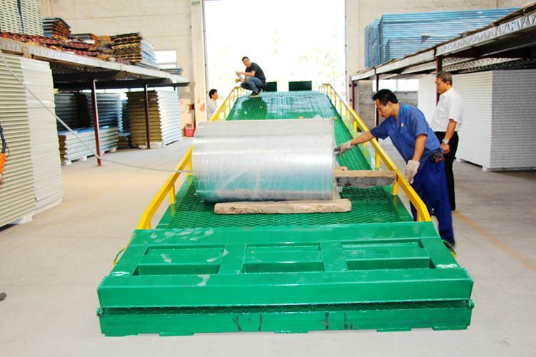 供应广东省集装箱装卸登桥车生产厂家
