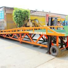 廣州鑄就性強的移動式登車橋廠家|移動式液壓登車橋|卸貨登車橋圖片