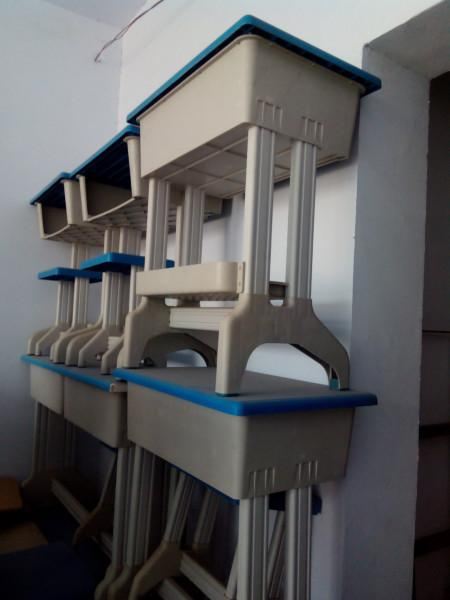 塑钢课桌椅图片