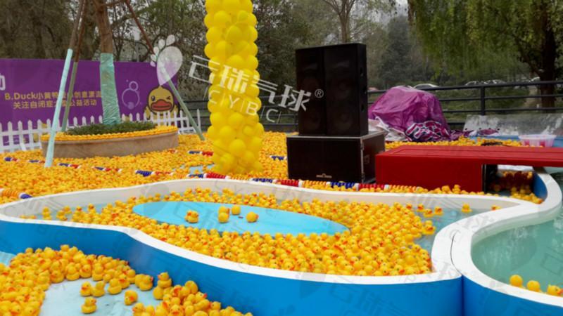 供应活动装饰/楼盘装饰/气球装饰布置/气球造型/吴镇宇与小黄鸭