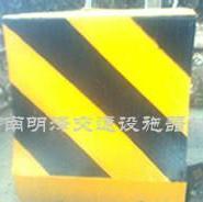 交通水泥隔离墩图片
