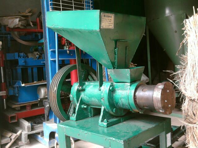 供应干式饲料膨化机水产饲料图片