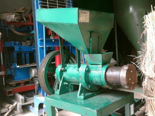 供应干式饲料膨化机水产饲料 鱼饲料膨化机,饲料膨化机,小型饲料膨化机