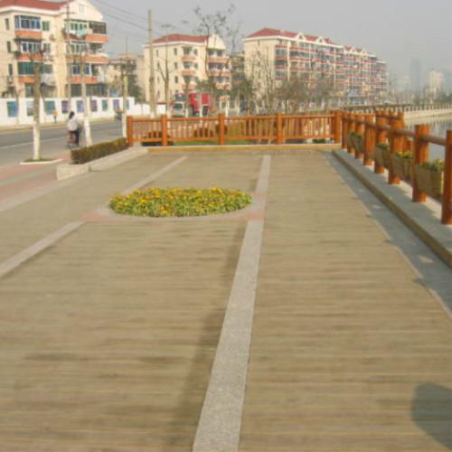 供应广场防腐木地板图片
