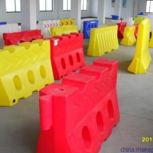 滚塑水马滚塑工艺进口原料制作图片