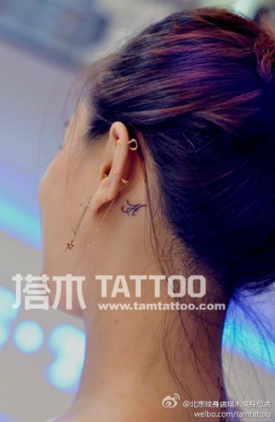 耳后纹身图片女小清新_