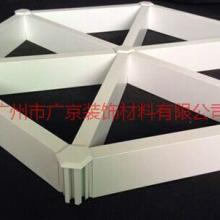 瑜伽馆吊顶三角型铝格栅 铝格栅厂家现货直销 木纹色三角型铝格栅多少钱一根/价格图片
