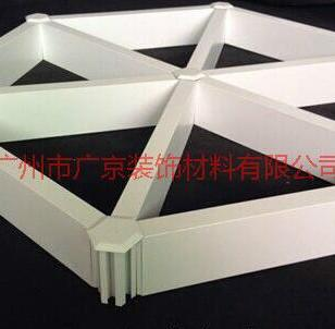 瑜伽馆吊顶三角型铝格栅图片