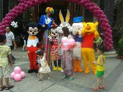 供应东莞高跷小丑杂技魔术表演气球装饰 婚宴 生日宴 楼盘最便宜气球装饰