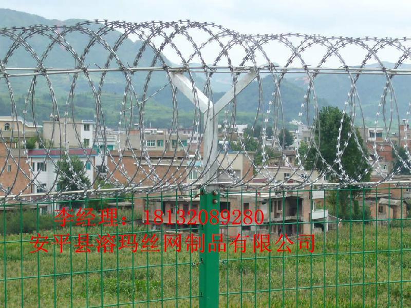 供应铁路线路防护栅栏刺丝滚笼