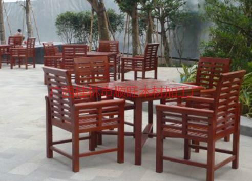 供应庭院实木休闲桌椅厂家,广西户外庭院实木休闲桌椅批发