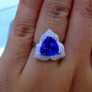 18K白金镶钻三角形坦桑宝石戒指图片