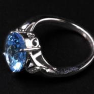 托帕石戒指镶18K金图片