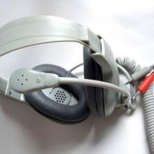 厂家供应语音室教学头戴式耳机软管驻极体弹弓线电脑耳麦头戴式语音室教学耳机批发