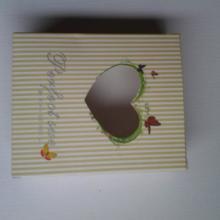 供应爱心白卡包装彩盒镂空开窗贴膜批发
