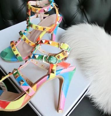 露趾凉鞋图片/露趾凉鞋样板图 (4)
