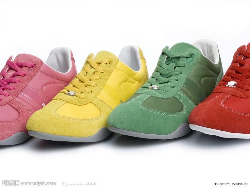 优质的运动鞋:特价华派服装店运动华派服装店运动鞋震